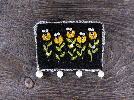 24_cottage_yellow_brooch