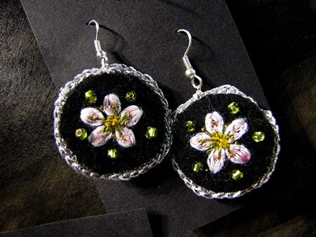 24_moonlight_white_earrings