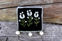 24_cottage_white_brooch_